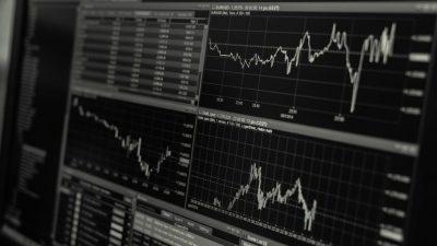 Cuando se busca el mejor comercio de acciones en línea, se debe tener un buen conocimiento de las acciones y del mercado.